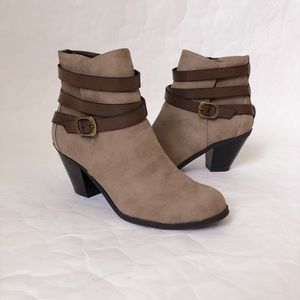 CL by Laundry Light Up Taupe Strappy Booties
